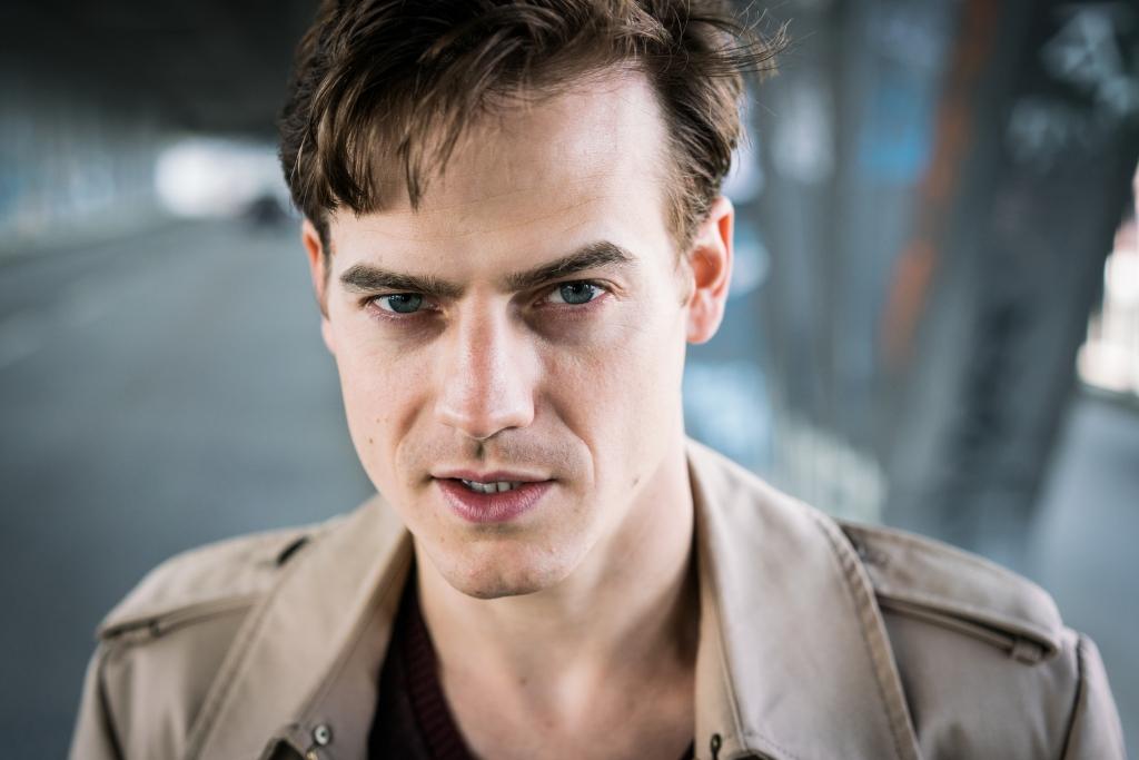 Ian Thomas McMillan - Schauspieler - Porträt, Brücke